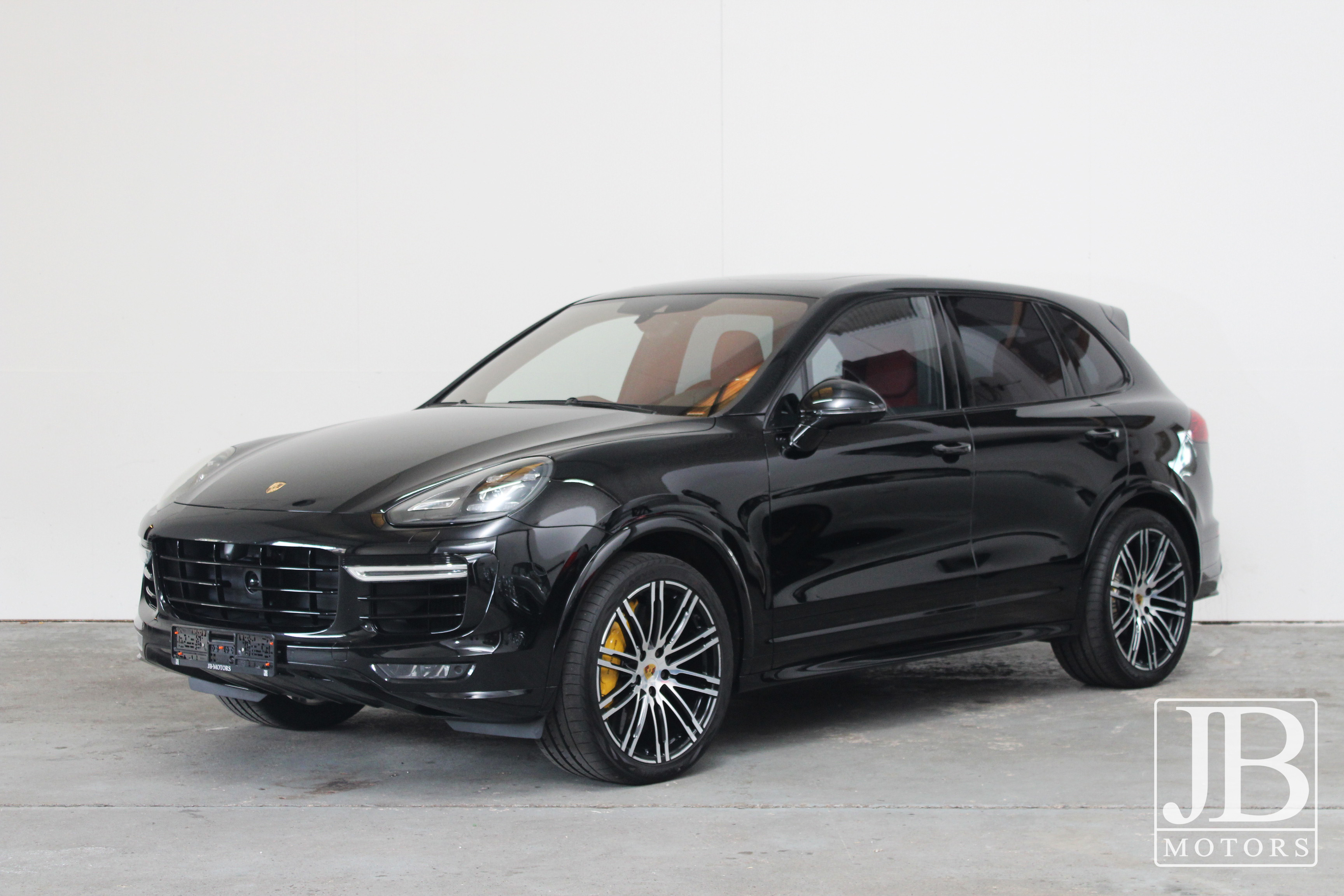 2020 Porsche Cayenne Turbo S Pictures